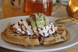 Waffle de avena y helado