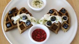 Waffle y yogurt griego