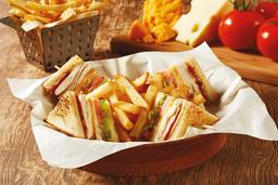 Cajun Club Sandwich de Pollo