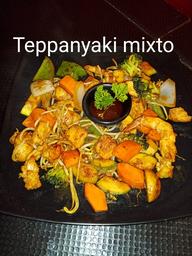 Teppanyaki mixto (camaron y pollo)