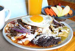 Chilaquiles con Arrachera y Huevo
