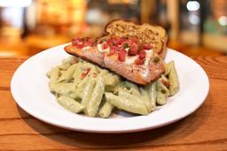 Cilantro Pesto Pasta con Salmon