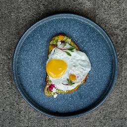 Toast Avocado-Puré de Betabel