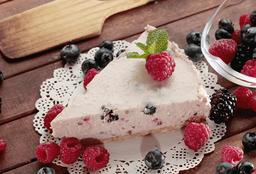 Rebanada de cheesecake frutos rojos