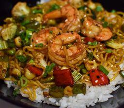 Poke wok de verduras y camarón