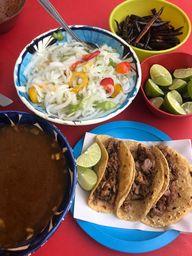 Tacos y Consomé