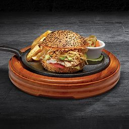 Hamburguesa de Pavo (120g)  a la parrilla con papas fritas