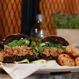Sandwich Gallinazo Adobado