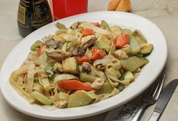 Chow Mein Mixto de Res y Pollo