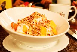 Plato de Fruta Mixto con Yogurt