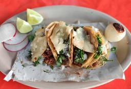 Bistec con Nopales y Cebollitas