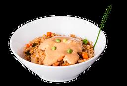Yakimeshi de verduras con salsa chipotle