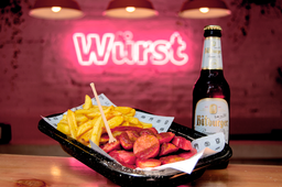 Currywurst Schubling con Papas y Cerveza