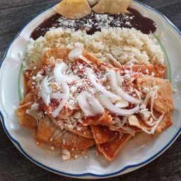 Chilaquiles Rojos con Pollo