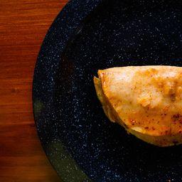 Taco de Tinga de Pollo.