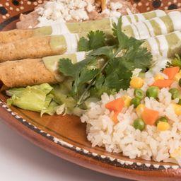 Tacos Dorados de Pollo con Arroz y Refre