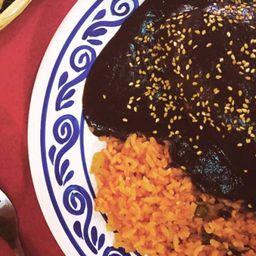 Enchiladas de Mole con Arroz y Refresco