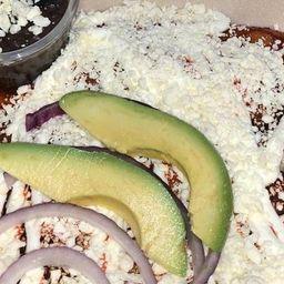 Enchiladas Rojas con Carne Asada