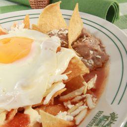 Chilaquiles con Pollo y Huevo