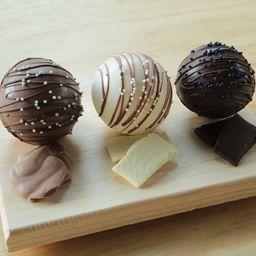 Bombas de Chocolate, Caja con Tres