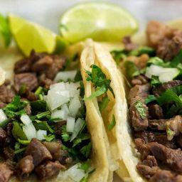 3 Tacos de Bistec, Consomé y Agua