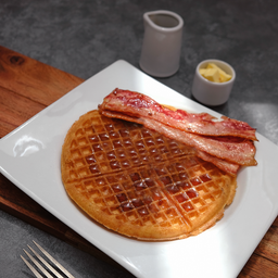 Waffle con Tocino y Log Cabin