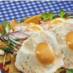 Charola chilaquiles huevo