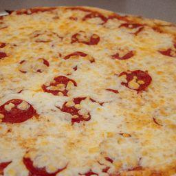 Pizza Grande de Pepperoni y Pepsi 2 L