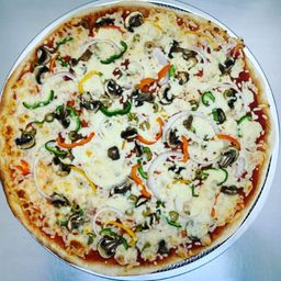 Pizza Grande Veggie y Pepsi 2 L
