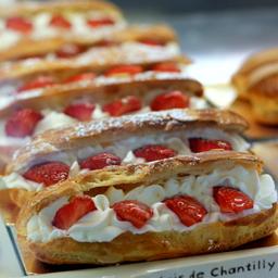 Eclair Chantilly Fresa