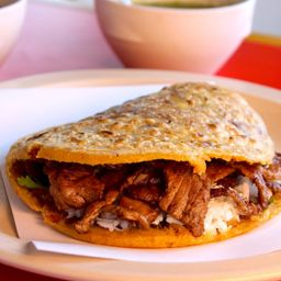Gordita Chicharrón con Bistec