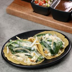 Tacos Rajas Crema y Queso