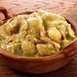 Chicharrón en salsa verde con papas  1/2 kg