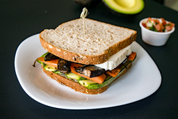 Sandwich de Vegetales al Pesto
