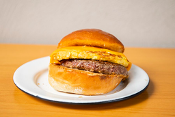 Sandwich De Huevo Y Patty De Res