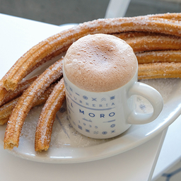 Chocolate Almendra + 4 Churros