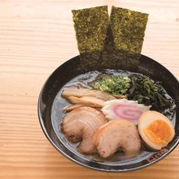 Classic tokyo ramen