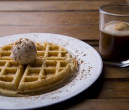 Waffle + afogato de rufus thomas
