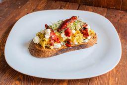 Bruschetta de Huevo Mediterráneo.